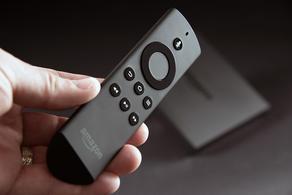 Amazon-fireTV-remoteinhand 2